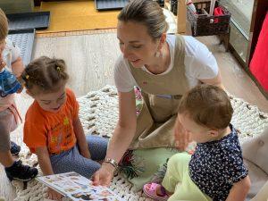Сензитивный период развития речи: ребёнок общается со взрослым