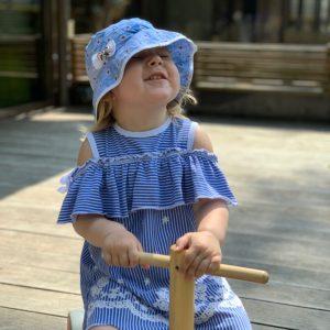 Счастливая девочка в сензитивном периоде