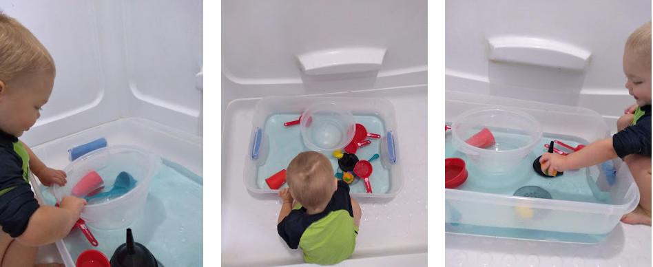 таз с водой и игрушками