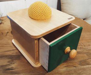 Коробка с выдвигающимся ящиком