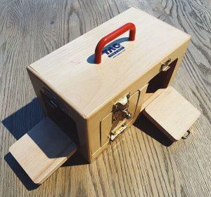 Ящик с защёлками разных видов