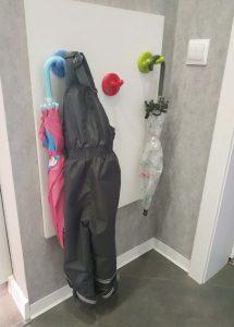 Крючки для детской верхней одежды в прихожей
