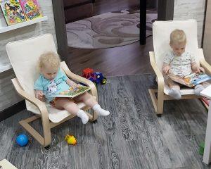 развитие двойняшек дома по Монтессори