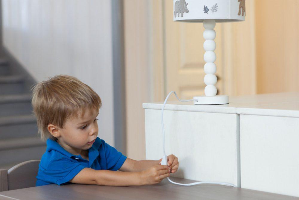 Ребёнок балуется со светом и игнорирует замечания. Что делать?