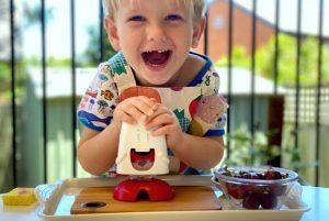 Что ребенок в 3 года может приготовить сам