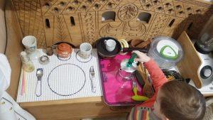 Детская кухня с настоящими предметами