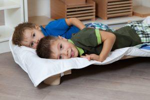 дети соблюдают распорядок дня — вовремя легли спать