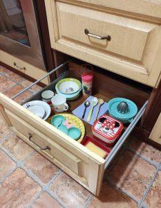Идея организации пространства на кухне для малыша