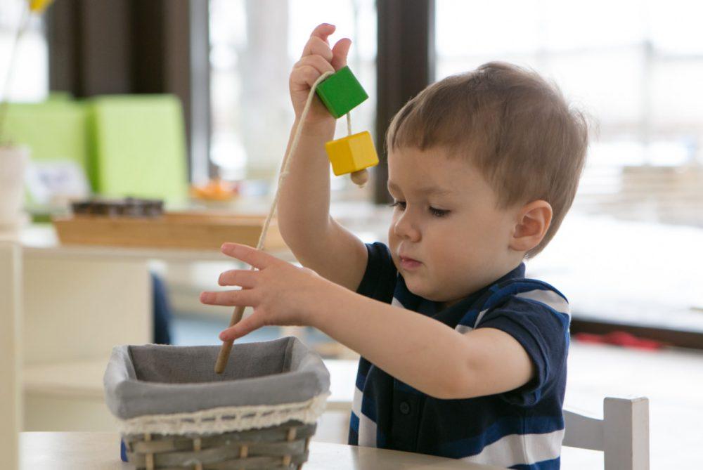 порядок в окружающем пространстве: ребенок нашёл игрушку в том же месте