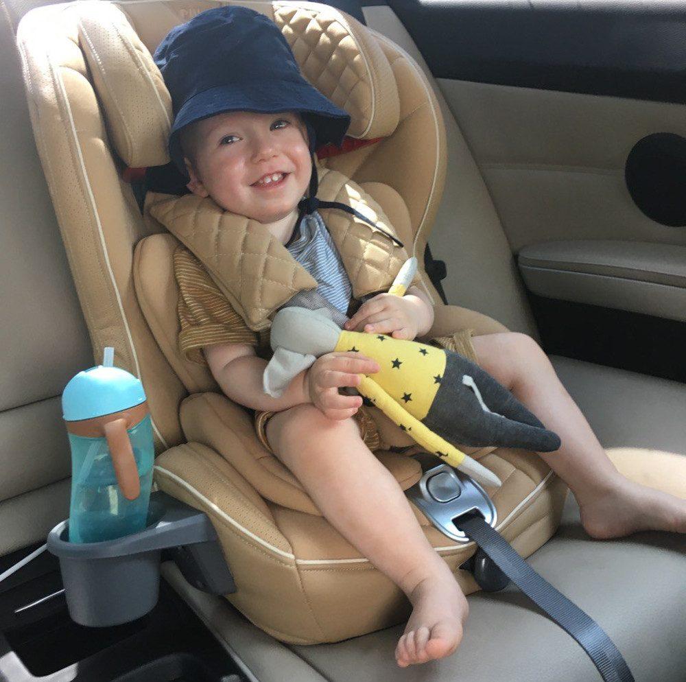 ребенок в поездке
