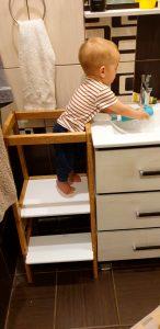 ребёнок в ванной