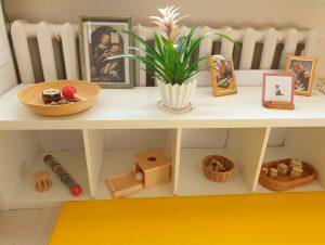 стеллажи и игрушки