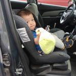 Почему ребёнок плачет в машине и как уменьшить сопротивление в поездках