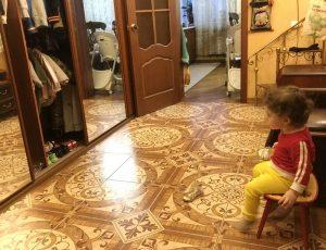 Прихожая с детским стульчиком