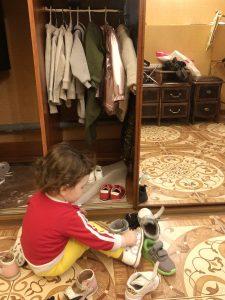 Ребёнок одевается сам