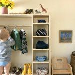 Как обустроить детский гардероб по Монтессори