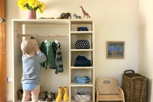 Монтессори шкаф для одежды