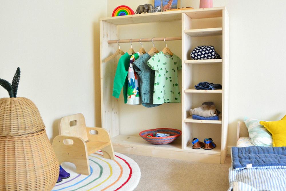 Зона одевания в детской