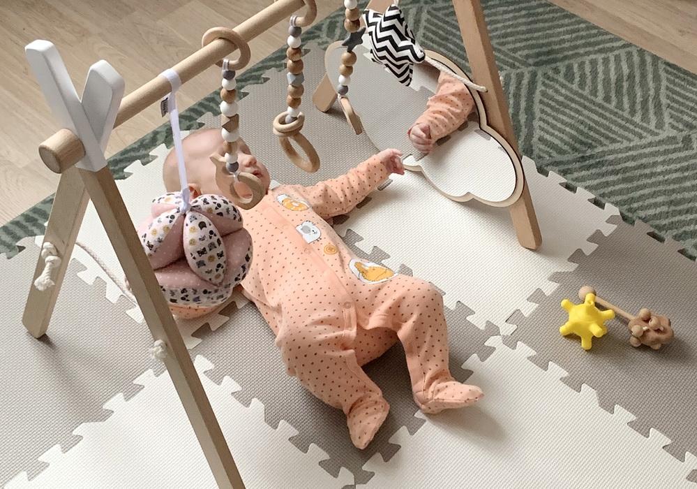 Как развивать ребенка в 3 месяца дома