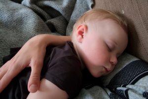 будить ли ребёнка ночью
